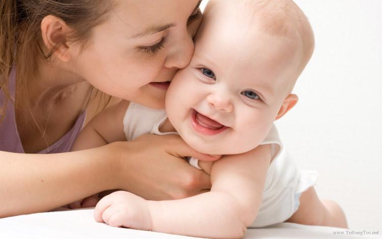 Bệnh rụng tóc vành khăn ở trẻ