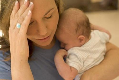 Chống rụng tóc sau sinh cho các bà mẹ