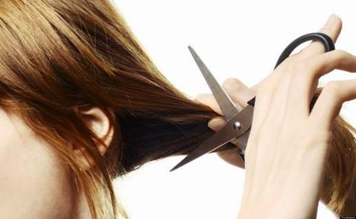 Nguyên nhân nào khiến tóc xơ rối, chẻ ngọn?