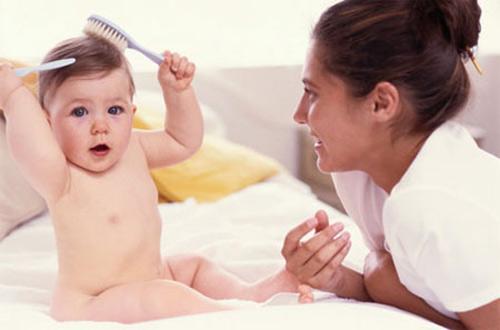 Rụng tóc   Bệnh dễ thấy ở phụ nữ sau khi sinh